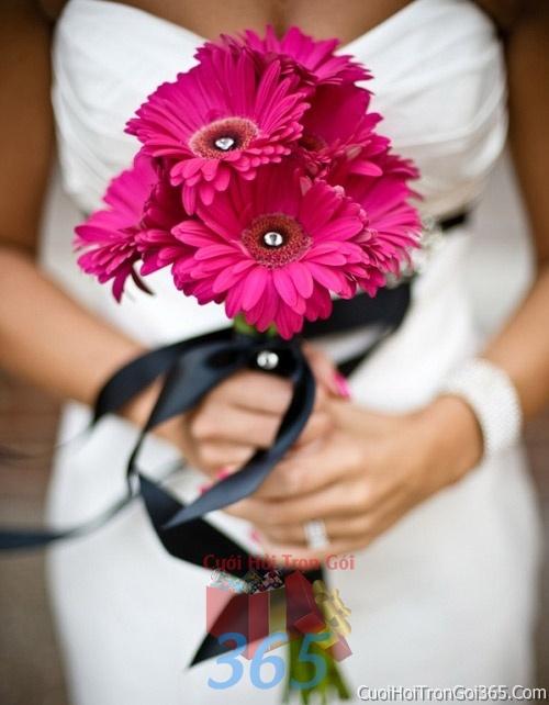 Hoa cầm tay cô dâu tông màu hồng kết đẹp, dễ thương cho ngày lễ ăn hỏi, tiệc đám cưới HC21 : Mẫu cưới hỏi trọn gói 365 của công ty dịch vụ trang trí nhà tiệc cưới hỏi đẹp rẻ uy tín ở tại quận Tân Phú Sài Gòn TPHCM Gò Vấp