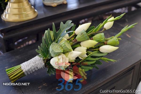 Hoa cầm tay cô dâu tông màu trắng kết đẹp, dễ thương cho ngày lễ ăn hỏi, tiệc đám cưới HC32 : Mẫu cưới hỏi trọn gói 365 của công ty dịch vụ trang trí nhà tiệc cưới hỏi đẹp rẻ uy tín ở tại quận Tân Phú Sài Gòn TPHCM Gò Vấp