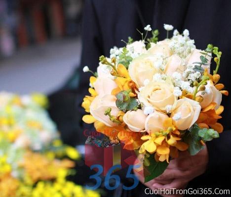 Hoa cầm tay cô dâu tông màu vàng trắng kết đẹp, dễ thương cho ngày lễ ăn hỏi, tiệc đám cưới HC41 : Mẫu cưới hỏi trọn gói 365 của công ty dịch vụ trang trí nhà tiệc cưới hỏi đẹp rẻ uy tín ở tại quận Tân Phú Sài Gòn TPHCM Gò Vấp