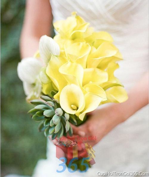 Hoa cầm tay cô dâu tông màu vàng trắng kết đẹp, dễ thương cho ngày lễ ăn hỏi, tiệc đám cưới HC42 : Mẫu cưới hỏi trọn gói 365 của công ty dịch vụ trang trí nhà tiệc cưới hỏi đẹp rẻ uy tín ở tại quận Tân Phú Sài Gòn TPHCM Gò Vấp
