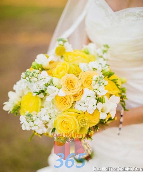 Hoa cầm tay cô dâu tông màu vàng trắng kết đẹp, dễ thương cho ngày lễ ăn hỏi, tiệc đám cưới HC43 : Mẫu cưới hỏi trọn gói 365 của công ty dịch vụ trang trí nhà tiệc cưới hỏi đẹp rẻ uy tín ở tại quận Tân Phú Sài Gòn TPHCM Gò Vấp