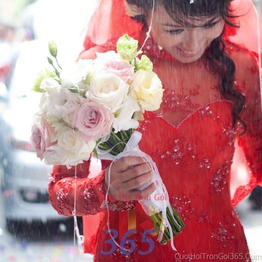 Hoa cầm tay cô dâu trắng hồng pastel kết đẹp, phong cách giản dị, trong sáng cho ngày lễ ăn hỏi, tiệc đám HC67 : Mẫu cưới hỏi trọn gói 365 của công ty dịch vụ trang trí nhà tiệc cưới hỏi đẹp rẻ uy tín ở tại quận Tân Phú Sài Gòn TPHCM Gò Vấp