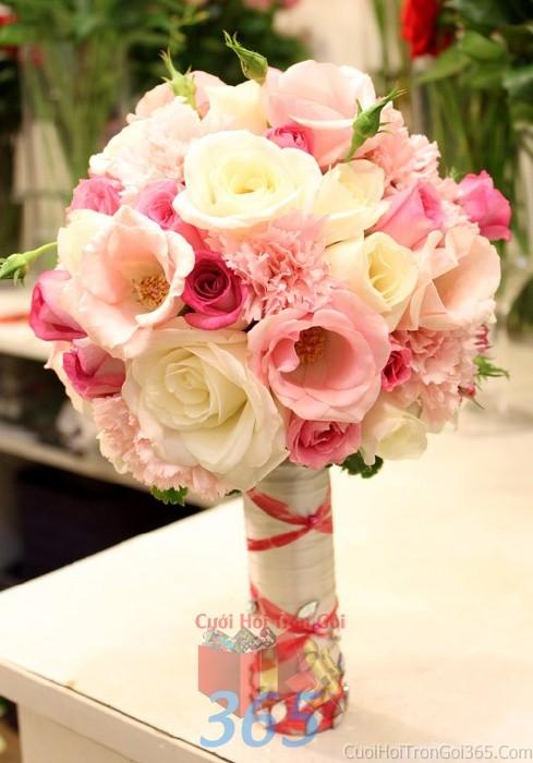 Hoa cầm tay cô dâu trắng hồng pastel kết đẹp, phong cách mềm mại, ngọt ngào cho ngày lễ ăn hỏi, tiệc đám HC68 : Mẫu cưới hỏi trọn gói 365 của công ty dịch vụ trang trí nhà tiệc cưới hỏi đẹp rẻ uy tín ở tại quận Tân Phú Sài Gòn TPHCM Gò Vấp