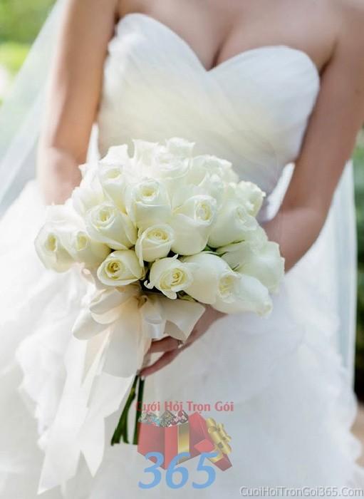 Hoa cầm tay cô dâu trắng kết đẹp, tinh khôi cho ngày lễ ăn hỏi, tiệc đám HC70 : Mẫu cưới hỏi trọn gói 365 của công ty dịch vụ trang trí nhà tiệc cưới hỏi đẹp rẻ uy tín ở tại quận Tân Phú Sài Gòn TPHCM Gò Vấp