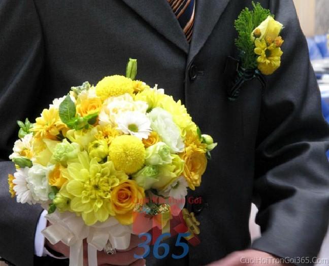 Hoa cầm tay cô dâu vàng xanh kết đẹp, phong cách trẻ trung cho ngày lễ ăn hỏi, tiệc đám HC81 : Mẫu cưới hỏi trọn gói 365 của công ty dịch vụ trang trí nhà tiệc cưới hỏi đẹp rẻ uy tín ở tại quận Tân Phú Sài Gòn TPHCM Gò Vấp