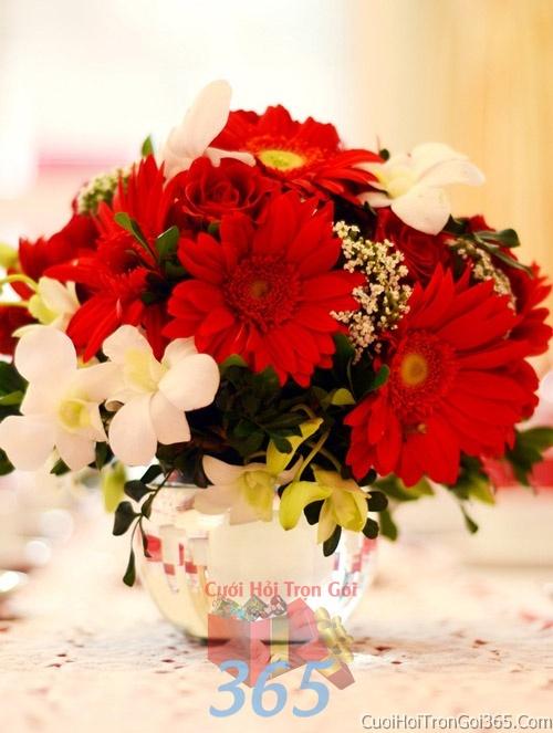 Hoa để bàn tông màu đỏ cam làm lễ gia tiên, trang trí nhà ngày đám cưới hỏi HDB09 : Mẫu cưới hỏi trọn gói 365 của công ty dịch vụ trang trí nhà tiệc cưới hỏi đẹp rẻ uy tín ở tại quận Tân Phú Sài Gòn TPHCM Gò Vấp