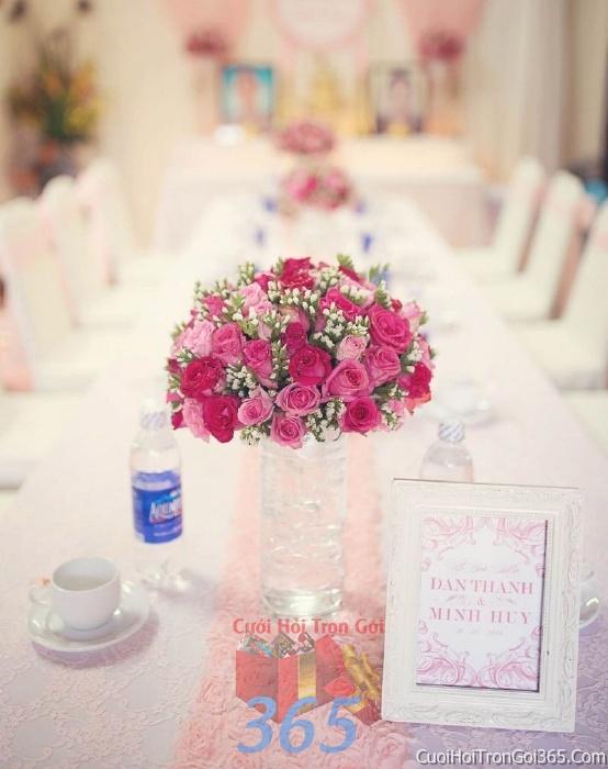 Hoa để bàn tông màu hồng đa sắc làm lễ gia tiên, trang trí nhà ngày đám cưới hỏi HDB04 : Mẫu cưới hỏi trọn gói 365 của công ty dịch vụ trang trí nhà tiệc cưới hỏi đẹp rẻ uy tín ở tại quận Tân Phú Sài Gòn TPHCM Gò Vấp