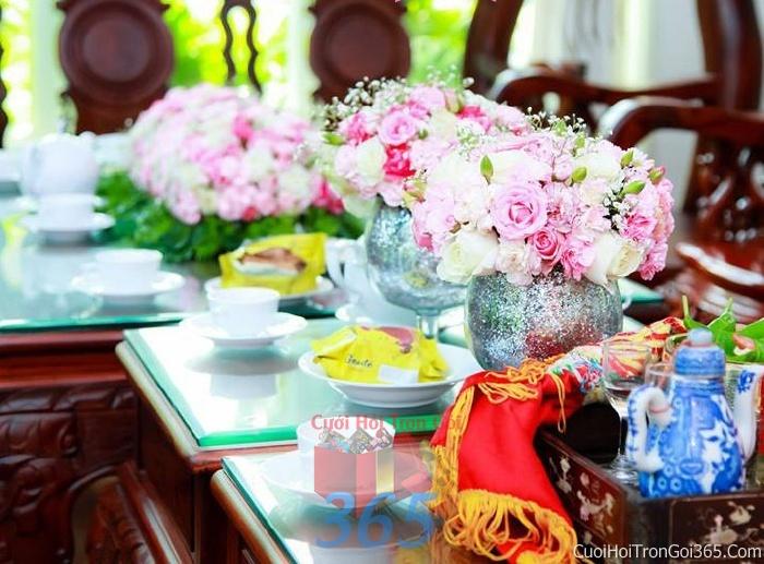 Hoa để bàn tông màu hồng đa sắc làm lễ gia tiên, trang trí nhà ngày đám cưới hỏi HDB05 : Mẫu cưới hỏi trọn gói 365 của công ty dịch vụ trang trí nhà tiệc cưới hỏi đẹp rẻ uy tín ở tại quận Tân Phú Sài Gòn TPHCM Gò Vấp