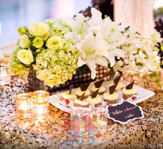 Hoa để bàn tông trắng xanh tươi sáng từ hồng, ly và cẩm tú cầu lễ cưới, ăn hỏi, đính hôn để trang trí nhà ngày cướiHDB16 : Mẫu cưới hỏi trọn gói 365 của công ty dịch vụ trang trí nhà tiệc cưới hỏi đẹp rẻ uy tín ở tại quận Tân Phú Sài Gòn TPHCM Gò Vấp