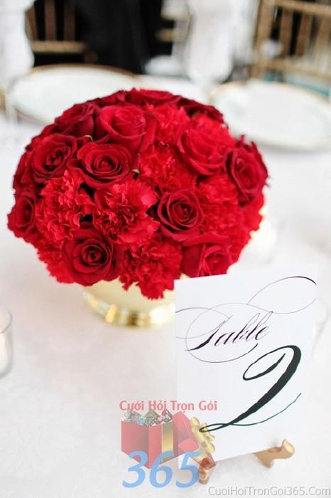 Lọ hoa thủy tinh tròn đẹp để bàn tông đỏ rực rỡ cho lễ cưới, ăn hỏi, đính hôn để trang trí nhà ngày cướiHDB29 : Mẫu cưới hỏi trọn gói 365 của công ty dịch vụ trang trí nhà tiệc cưới hỏi đẹp rẻ uy tín ở tại quận Tân Phú Sài Gòn TPHCM Gò Vấp