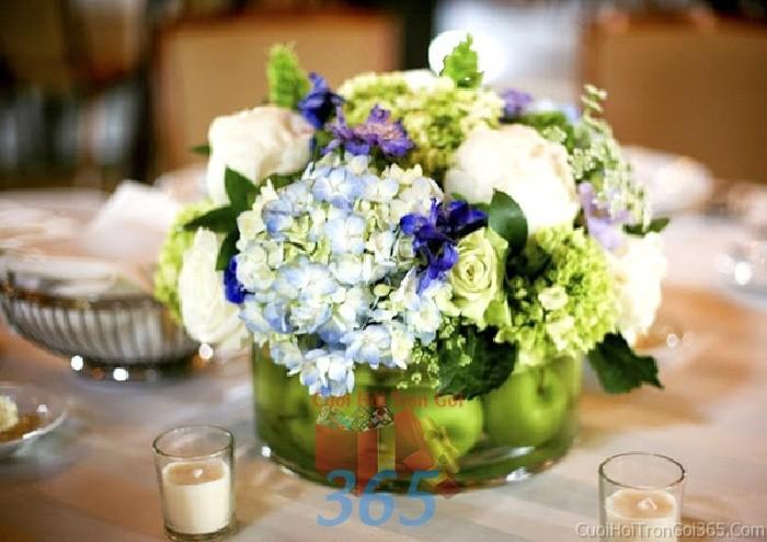 Lọ hoa tròn xinh để bàn tông xanh dịu mát  cho lễ cưới, ăn hỏi, đính hôn để trang trí nhà ngày cướiHDB33 : Mẫu cưới hỏi trọn gói 365 của công ty dịch vụ trang trí nhà tiệc cưới hỏi đẹp rẻ uy tín ở tại quận Tân Phú Sài Gòn TPHCM Gò Vấp
