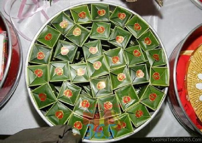 Mâm quả cưới hỏi bánh phu thê cho nghi lễ gia tiên ăn hỏi, đám MQ11 : Mẫu cưới hỏi trọn gói 365 của công ty dịch vụ trang trí nhà tiệc cưới hỏi đẹp rẻ uy tín ở tại quận Tân Phú Sài Gòn TPHCM Gò Vấp