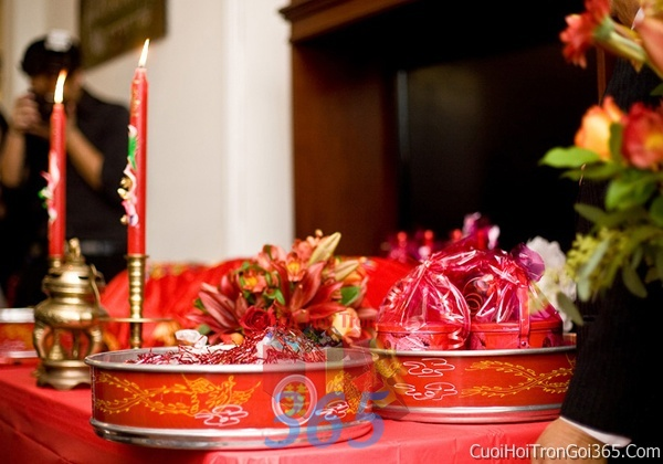 Mâm quả cưới hỏi trọn gói làm nghi lễ đính hôn, đám cưới rước dâu MQ07 : Mẫu cưới hỏi trọn gói 365 của công ty dịch vụ trang trí nhà tiệc cưới hỏi đẹp rẻ uy tín ở tại quận Tân Phú Sài Gòn TPHCM Gò Vấp