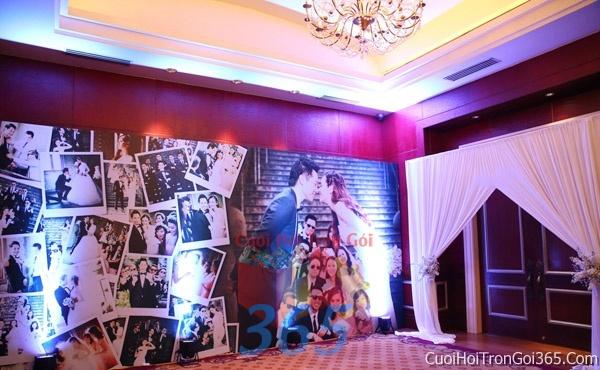 Phông cưới backdrop chụp hình đám cưới ngày lễ ăn hỏi làm bằng hình chụp ghép dễ thươngBDNH31 : Mẫu cưới hỏi trọn gói 365 của công ty dịch vụ trang trí nhà tiệc cưới hỏi đẹp rẻ uy tín ở tại quận Tân Phú Sài Gòn TPHCM Gò Vấp