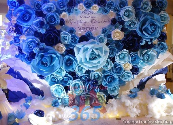 Phông cưới backdrop chụp hình đám cưới ngày lễ ăn hỏi làm bằng hoa giấy màu xanh dương BDNH01 : Mẫu cưới hỏi trọn gói 365 của công ty dịch vụ trang trí nhà tiệc cưới hỏi đẹp rẻ uy tín ở tại quận Tân Phú Sài Gòn TPHCM Gò Vấp