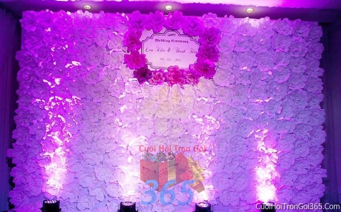Phông cưới backdrop chụp hình đám cưới ngày lễ ăn hỏi làm bằng hoa giấy vải tông màu tím BDNH12 : Mẫu cưới hỏi trọn gói 365 của công ty dịch vụ trang trí nhà tiệc cưới hỏi đẹp rẻ uy tín ở tại quận Tân Phú Sài Gòn TPHCM Gò Vấp