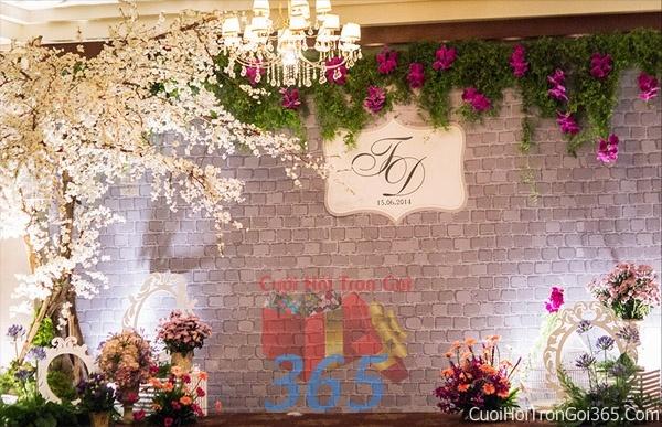 Phông cưới backdrop chụp hình đám cưới ngày lễ ăn hỏi làm bằng hoa giấy vải tông màu tím đa sắc BDNH16 : Mẫu cưới hỏi trọn gói 365 của công ty dịch vụ trang trí nhà tiệc cưới hỏi đẹp rẻ uy tín ở tại quận Tân Phú Sài Gòn TPHCM Gò Vấp
