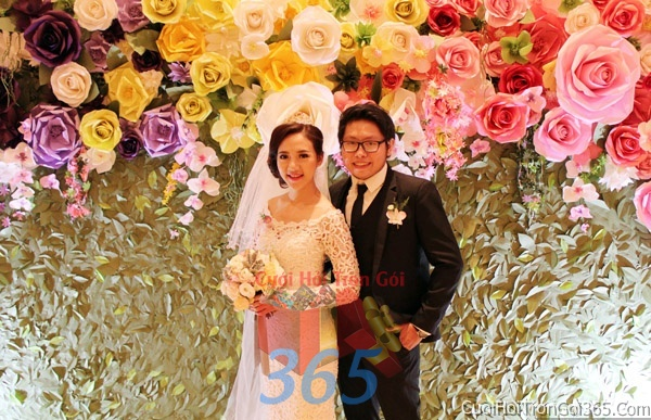 Phông cưới backdrop chụp hình đám cưới ngày lễ ăn hỏi làm bằng hoa giấy vải tông màu tím hồng vàng đa sắc BDNH13 : Mẫu cưới hỏi trọn gói 365 của công ty dịch vụ trang trí nhà tiệc cưới hỏi đẹp rẻ uy tín ở tại quận Tân Phú Sài Gòn TPHCM Gò Vấp