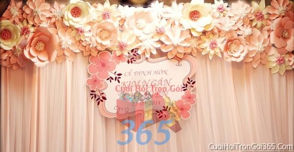 Phông cưới backdrop chụp hình đám cưới ngày lễ ăn hỏi làm bằng hoa giấy vải tông màu trắng hồng pastel BDNH08 : Mẫu cưới hỏi trọn gói 365 của công ty dịch vụ trang trí nhà tiệc cưới hỏi đẹp rẻ uy tín ở tại quận Tân Phú Sài Gòn TPHCM Gò Vấp