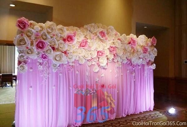 Phông cưới backdrop chụp hình đám cưới ngày lễ ăn hỏi làm bằng hoa giấy vải tông màu trắng hồngBDNH10 : Mẫu cưới hỏi trọn gói 365 của công ty dịch vụ trang trí nhà tiệc cưới hỏi đẹp rẻ uy tín ở tại quận Tân Phú Sài Gòn TPHCM Gò Vấp