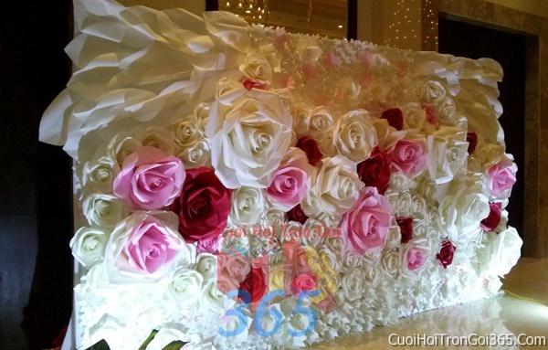 Phông cưới backdrop chụp hình đám cưới ngày lễ ăn hỏi làm bằng hoa giấy vải tông màu trắng hồngBDNH11 : Mẫu cưới hỏi trọn gói 365 của công ty dịch vụ trang trí nhà tiệc cưới hỏi đẹp rẻ uy tín ở tại quận Tân Phú Sài Gòn TPHCM Gò Vấp