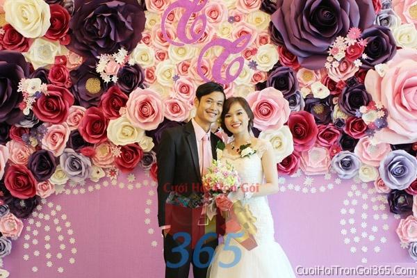 Phông cưới backdrop chụp hình đám cưới ngày lễ ăn hỏi làm bằng hoa giấy vải tông trắng hồng tímBDNH21 : Mẫu cưới hỏi trọn gói 365 của công ty dịch vụ trang trí nhà tiệc cưới hỏi đẹp rẻ uy tín ở tại quận Tân Phú Sài Gòn TPHCM Gò Vấp