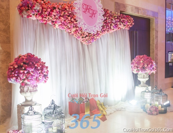 Phông cưới backdrop chụp hình đám cưới ngày lễ ăn hỏi làm bằng hoa giấy vải tông trắng hồngBDNH22 : Mẫu cưới hỏi trọn gói 365 của công ty dịch vụ trang trí nhà tiệc cưới hỏi đẹp rẻ uy tín ở tại quận Tân Phú Sài Gòn TPHCM Gò Vấp