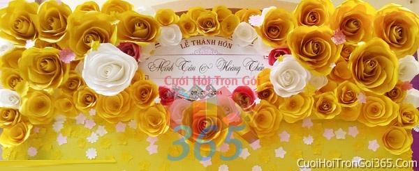 Phông cưới backdrop chụp hình đám cưới ngày lễ ăn hỏi làm bằng hoa giấy vải tông vàng BDNH24 : Mẫu cưới hỏi trọn gói 365 của công ty dịch vụ trang trí nhà tiệc cưới hỏi đẹp rẻ uy tín ở tại quận Tân Phú Sài Gòn TPHCM Gò Vấp