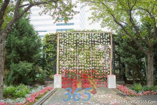 Phông cưới backdrop chụp hình đám cưới ngày lễ ăn hỏi làm bằng hoa tươi tông màu hồng BDNH25 : Mẫu cưới hỏi trọn gói 365 của công ty dịch vụ trang trí nhà tiệc cưới hỏi đẹp rẻ uy tín ở tại quận Tân Phú Sài Gòn TPHCM Gò Vấp