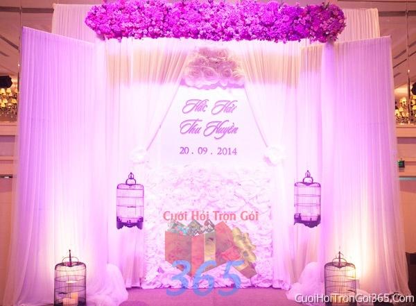 Phông cưới backdrop chụp hình đám cưới ngày lễ ăn hỏi làm bằng hoa tươi tông màu tím BDNH28 : Mẫu cưới hỏi trọn gói 365 của công ty dịch vụ trang trí nhà tiệc cưới hỏi đẹp rẻ uy tín ở tại quận Tân Phú Sài Gòn TPHCM Gò Vấp