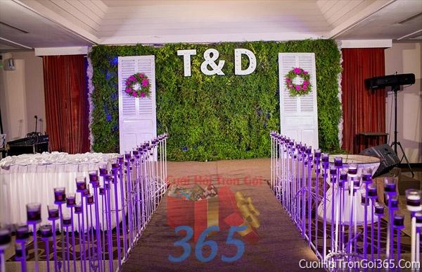 Phông cưới backdrop chụp hình đám cưới ngày lễ ăn hỏi làm bằng hoa tươi tông màu tím nền xanh BDNH29 : Mẫu cưới hỏi trọn gói 365 của công ty dịch vụ trang trí nhà tiệc cưới hỏi đẹp rẻ uy tín ở tại quận Tân Phú Sài Gòn TPHCM Gò Vấp