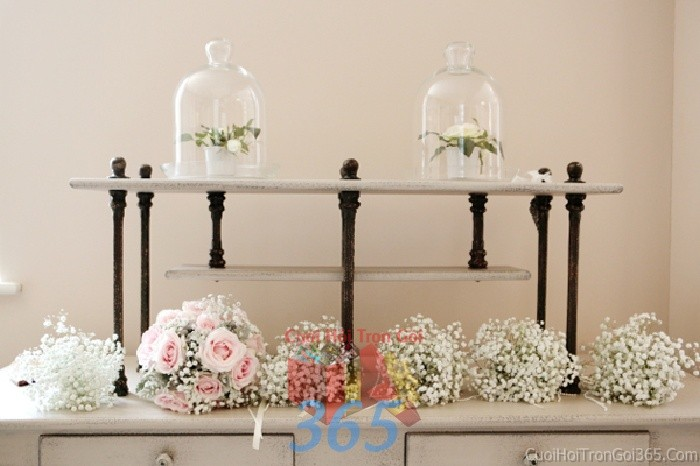 Phụ kiện đám cưới chai lọ thủy tinh chứa hoa hồng trắng dùng để trang trí bàn ký tên đón khách, không gian tiệc cưới nhà PKC41 : Mẫu cưới hỏi trọn gói 365 của công ty dịch vụ trang trí nhà tiệc cưới hỏi đẹp rẻ uy tín ở tại quận Tân Phú Sài Gòn TPHCM Gò Vấp