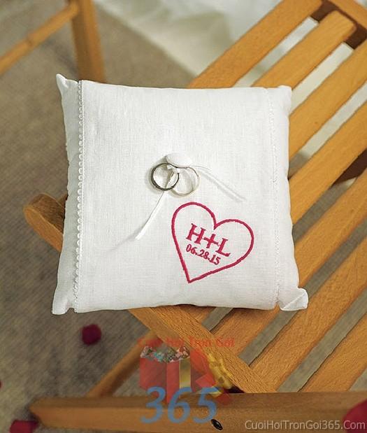 Phụ kiện đám cưới gối nhẫn trắng trái tim dùng để trang trí bàn ký tên đón khách, không gian tiệc cưới nhà PKC52 : Mẫu cưới hỏi trọn gói 365 của công ty dịch vụ trang trí nhà tiệc cưới hỏi đẹp rẻ uy tín ở tại quận Tân Phú Sài Gòn TPHCM Gò Vấp