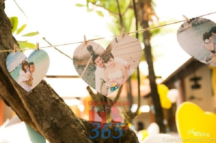 Phụ kiện đám cưới hình treo cắt khuôn trái tim dễ thương dùng để trang trí bàn ký tên đón khách, không gian tiệc cưới nhà PKC55 : Mẫu cưới hỏi trọn gói 365 của công ty dịch vụ trang trí nhà tiệc cưới hỏi đẹp rẻ uy tín ở tại quận Tân Phú Sài Gòn TPHCM Gò Vấp