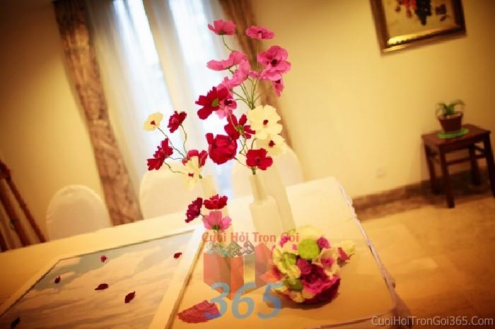 Phụ kiện đám cưới lọ hoa nhỏ xinh màu hồng dùng để trang trí bàn ký tên đón khách, không gian tiệc cưới nhà PKC60 : Mẫu cưới hỏi trọn gói 365 của công ty dịch vụ trang trí nhà tiệc cưới hỏi đẹp rẻ uy tín ở tại quận Tân Phú Sài Gòn TPHCM Gò Vấp