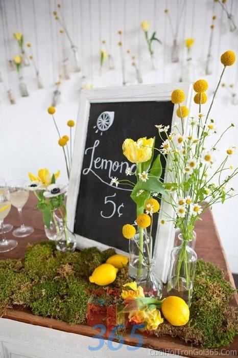 Phụ kiện đám cưới lọ hoa nhỏ xinh tông vàng ngọt lịm dùng để trang trí bàn ký tên đón khách, không gian tiệc cưới nhà PKC62 : Mẫu cưới hỏi trọn gói 365 của công ty dịch vụ trang trí nhà tiệc cưới hỏi đẹp rẻ uy tín ở tại quận Tân Phú Sài Gòn TPHCM Gò Vấp