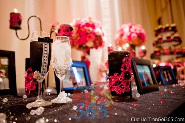 Phụ kiện khung hình cưới trang trí đám cưới, không gian tiệc nhà hàng sang trọng ấn tượng PKC12 : Mẫu cưới hỏi trọn gói 365 của công ty dịch vụ trang trí nhà tiệc cưới hỏi đẹp rẻ uy tín ở tại quận Tân Phú Sài Gòn TPHCM Gò Vấp