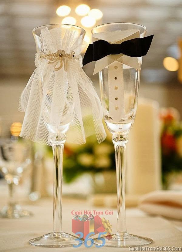 Phụ kiện ly cô dâu chú rể trang trí đám cưới, không gian tiệc nhà hàng sang trọng ấn tượng PKC14 : Mẫu cưới hỏi trọn gói 365 của công ty dịch vụ trang trí nhà tiệc cưới hỏi đẹp rẻ uy tín ở tại quận Tân Phú Sài Gòn TPHCM Gò Vấp