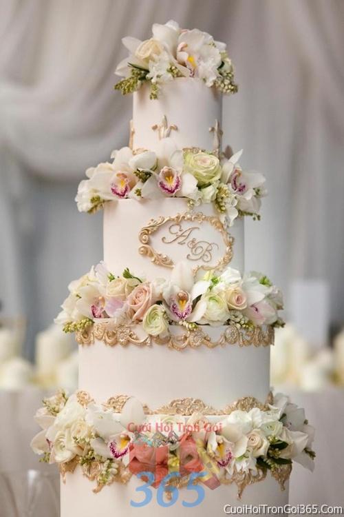 Trang trí bánh kem ngày cưới với hoa tươi tông màu trắng vàng để trang trí lễ cưới, tiệc cưới nhà hàng TTBC08 : Mẫu cưới hỏi trọn gói 365 của công ty dịch vụ trang trí nhà tiệc cưới hỏi đẹp rẻ uy tín ở tại quận Tân Phú Sài Gòn TPHCM Gò Vấp