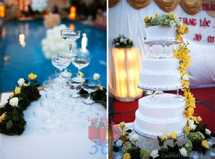 dịch vụ cưới hỏi trọn gói - Trang trí bánh kem tông trắng vàng, tháp rượu với hoa tươi hồng và phong lan cho sân khấu tiệc nhà hàng ngày đám cướiTRBC31