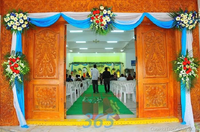 Trang trí chi tiết cửa đón khách trong tiệc ngày đám cưới, lễ ăn hỏi, đínhCTN14 : Mẫu cưới hỏi trọn gói 365 của công ty dịch vụ trang trí nhà tiệc cưới hỏi đẹp rẻ uy tín ở tại quận Tân Phú Sài Gòn TPHCM Gò Vấp