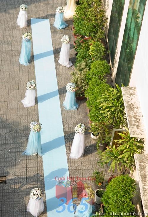 Trang trí chi tiết lối đi với những trụ hoa và voan nhà trong ngày cưới, lễ đính hôn, ăn hỏi gia tiên CTN01 : Mẫu cưới hỏi trọn gói 365 của công ty dịch vụ trang trí nhà tiệc cưới hỏi đẹp rẻ uy tín ở tại quận Tân Phú Sài Gòn TPHCM Gò Vấp