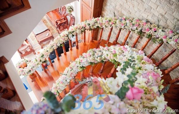 Trang trí chi tiết nhà cầu thang kết hoa tươi trắng hồng xanh rực rỡ trong ngày cưới, lễ đính hôn, ăn hỏi gia tiên CTN06 : Mẫu cưới hỏi trọn gói 365 của công ty dịch vụ trang trí nhà tiệc cưới hỏi đẹp rẻ uy tín ở tại quận Tân Phú Sài Gòn TPHCM Gò Vấp