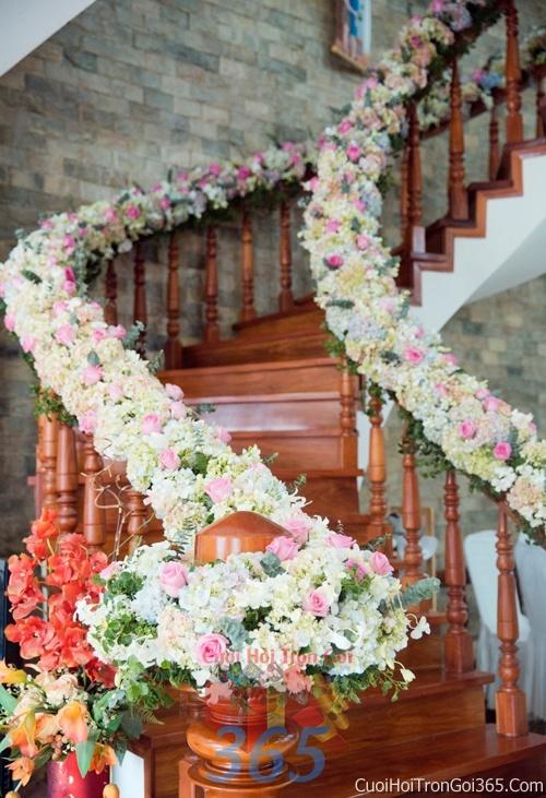 Trang trí chi tiết nhà cầu thang kết hoa tươi trắng hồng xanh rực rỡ trong ngày cưới, lễ đính hôn, ăn hỏi gia tiên CTN07 : Mẫu cưới hỏi trọn gói 365 của công ty dịch vụ trang trí nhà tiệc cưới hỏi đẹp rẻ uy tín ở tại quận Tân Phú Sài Gòn TPHCM Gò Vấp