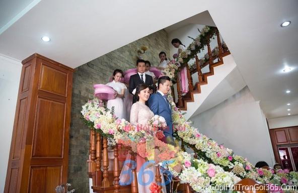 Trang trí chi tiết nhà cầu thang kết hoa tươi trắng hồng xanh rực rỡ trong ngày cưới, lễ đính hôn, ăn hỏi gia tiên CTN08 : Mẫu cưới hỏi trọn gói 365 của công ty dịch vụ trang trí nhà tiệc cưới hỏi đẹp rẻ uy tín ở tại quận Tân Phú Sài Gòn TPHCM Gò Vấp