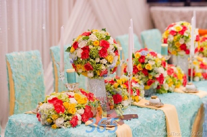 Trang trí nhà cưới hỏi tông xanh ngọc với vải ren cao cấp trang trí thêm hoa tươi rực rỡ cho ngày lễ đính hôn, ăn hỏi gia tiên, đám TTNCH61 : Mẫu cưới hỏi trọn gói 365 của công ty dịch vụ trang trí nhà tiệc cưới hỏi đẹp rẻ uy tín ở tại quận Tân Phú Sài Gòn TPHCM Gò Vấp