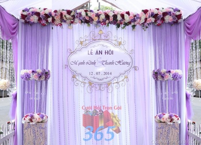 Trang trí phông cưới ăn hỏi tông màu tím lãng mạn với hoa giấy tím đa sắc và pha lê lung PC11 : Mẫu cưới hỏi trọn gói 365 của công ty dịch vụ trang trí nhà tiệc cưới hỏi đẹp rẻ uy tín ở tại quận Tân Phú Sài Gòn TPHCM Gò Vấp