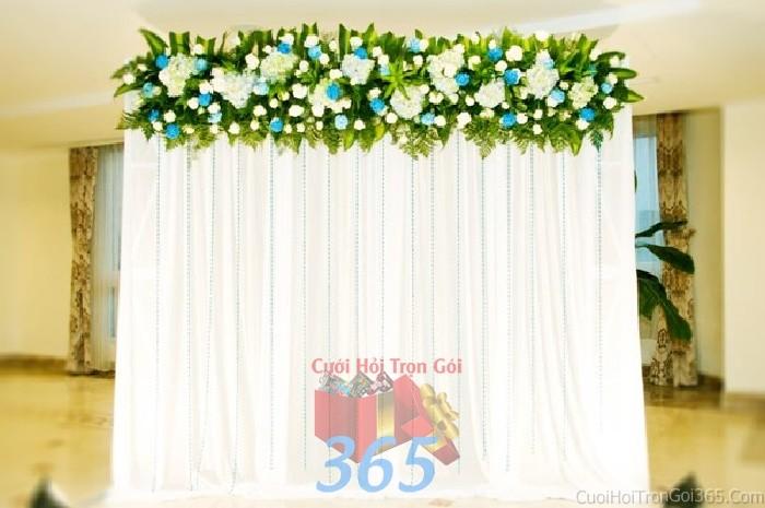 Trang trí phông cưới ăn hỏi trắng xanh với hoa hồng kết tươi đẹp với hoa giấy kếtPC08 : Mẫu cưới hỏi trọn gói 365 của công ty dịch vụ trang trí nhà tiệc cưới hỏi đẹp rẻ uy tín ở tại quận Tân Phú Sài Gòn TPHCM Gò Vấp