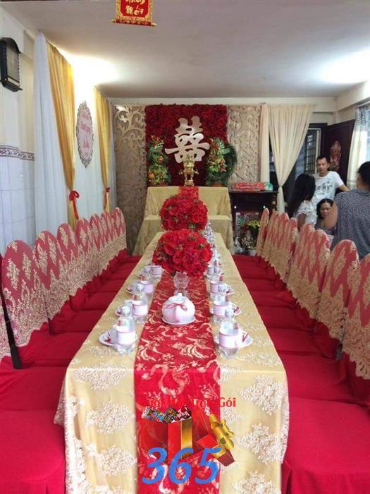Trang trí nhà cưới hỏi trọn gói tông đỏ vàng kim bắt mắt : Mẫu cưới hỏi trọn gói 365 của công ty dịch vụ trang trí nhà tiệc cưới hỏi đẹp rẻ uy tín ở tại quận Tân Phú Sài Gòn TPHCM Gò Vấp
