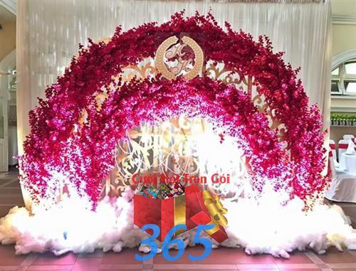Phông cưới Backdrop chụp ảnh nhà hàng ngày cưới tông đỏ rực rỡ : Mẫu cưới hỏi trọn gói 365 của công ty dịch vụ trang trí nhà tiệc cưới hỏi đẹp rẻ uy tín ở tại quận Tân Phú Sài Gòn TPHCM Gò Vấp